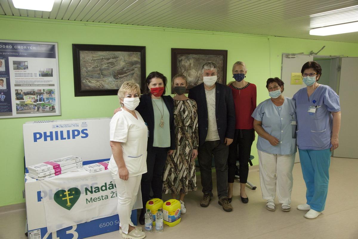 Odovzdávanie materiálnych darov, nemocnica Žilina